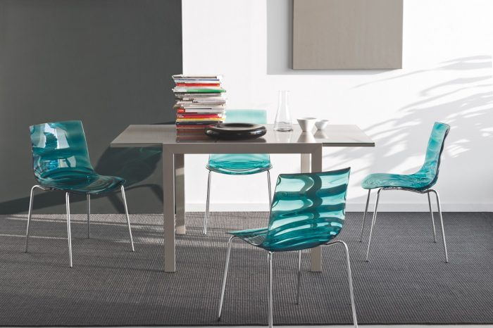 chaises uniglobe. Black Bedroom Furniture Sets. Home Design Ideas